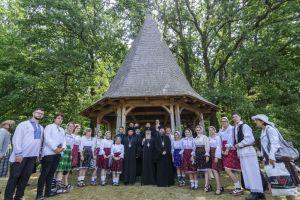 Trei ierarhi au slujit la hramul Mănăstirii din Oarța de Sus, satul natal al Mitropolitului Andrei
