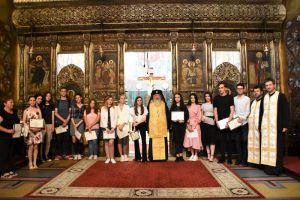 Mitropolitul Andrei i-a premiat pe elevii de liceu din Arhiepiscopia Clujului, care au obținut nota 10 la examenul de Bacalaureat
