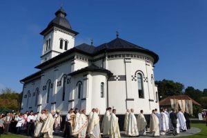 Biserica din Chiraleș, resfințită de Mitropolitul Andrei și Mitropolitul Innocentios de Rwanda și Burundi
