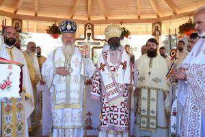 """Mitropolitul Andrei și Mitropolitul african Innocentios, la hramul Mănăstirii """"Crucea Iancului"""" de la Mărișel"""