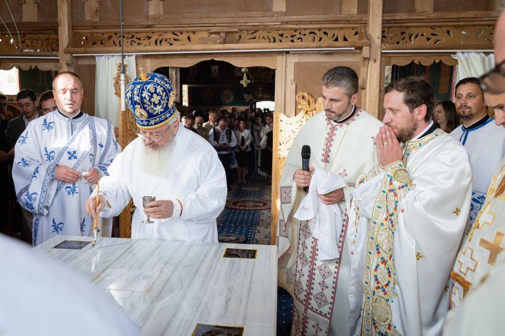 Zi istorică pentru credincioșii din Morlaca. Biserica parohială a fost resfințită de Mitropolitul Andrei