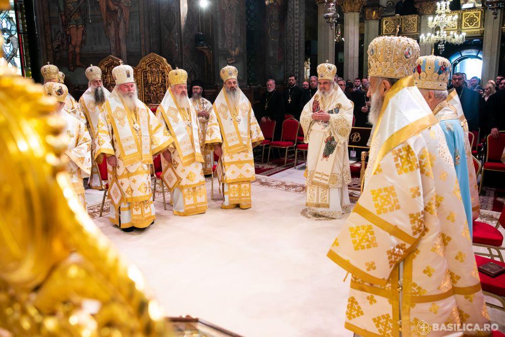 """12 ani de Patriarhat: """"Bucuria rodirii"""" celebrată în comuniune liturgică"""