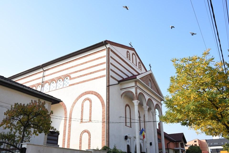 """Biserica """"Sfântul Ilie"""" din Cluj-Napoca, construită în perioada comunistă, a fost sfințită de Mitropolitul Andrei"""