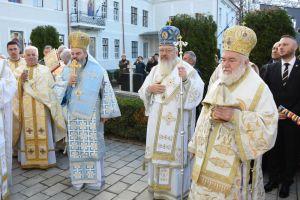 Biserica de la Coroana, resfinţită de trei ierarhi ai Bisericii Ortodoxe Române