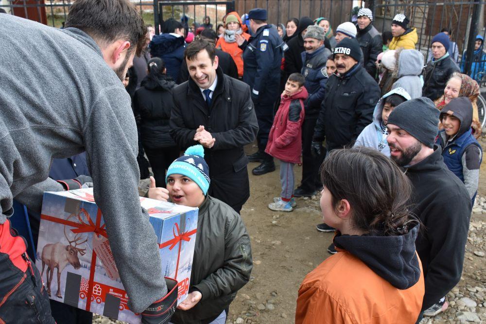 Camionul de Crăciun a ajuns pentru prima dată la cei 400 de copii de etnie rromă din Parohia misionară Turda