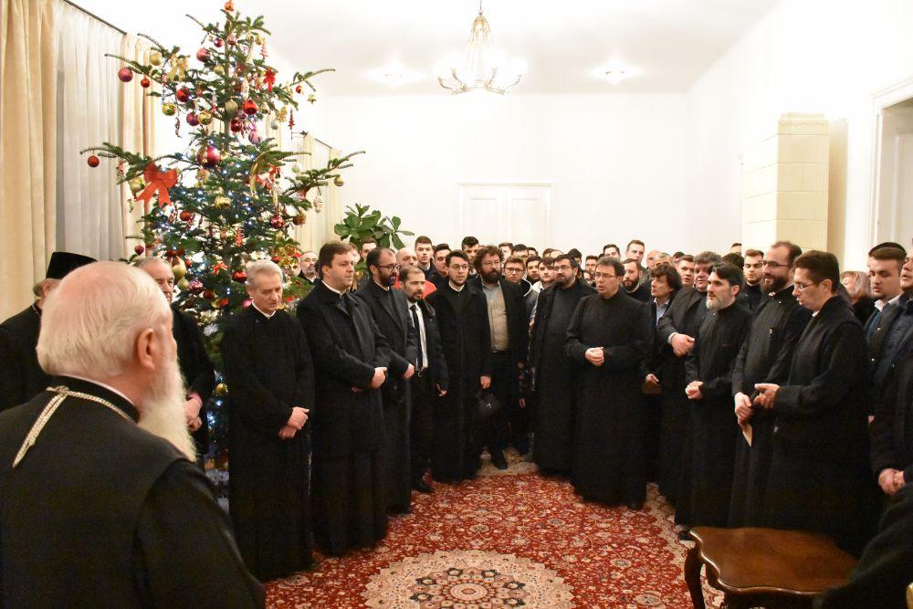 Studenții și profesorii Facultății de Teologie Ortodoxă și-au colindat chiriarhul