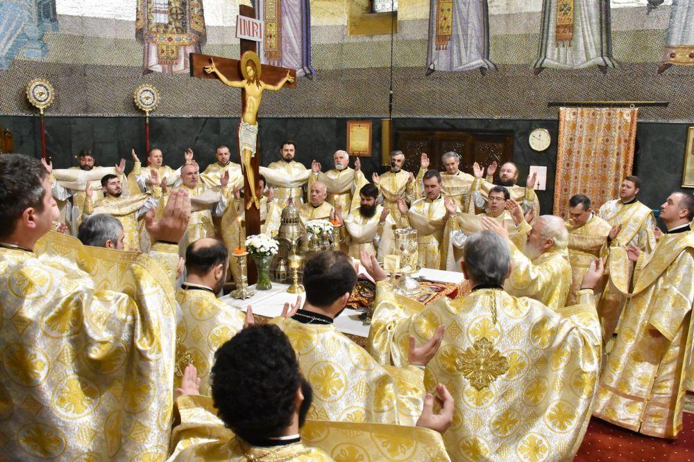 Sfinții Trei Ierarhi, ocrotitorii școlilor teologice, cinstiți de seminariștii și studenții teologi clujeni