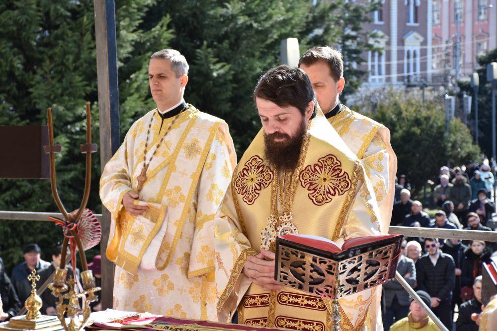 """PS Benedict Bistrițeanul: """"Biserica este acolo unde sunt credincioșii ei, acolo unde trăiesc, suferă și speră"""""""
