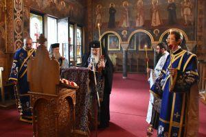 """Mitropolitul Clujului a oficiat Denia Acatistului Bunei Vestiri și s-a rugat Maicii Domnului """"să nu ne lase să pierim pe cale"""""""