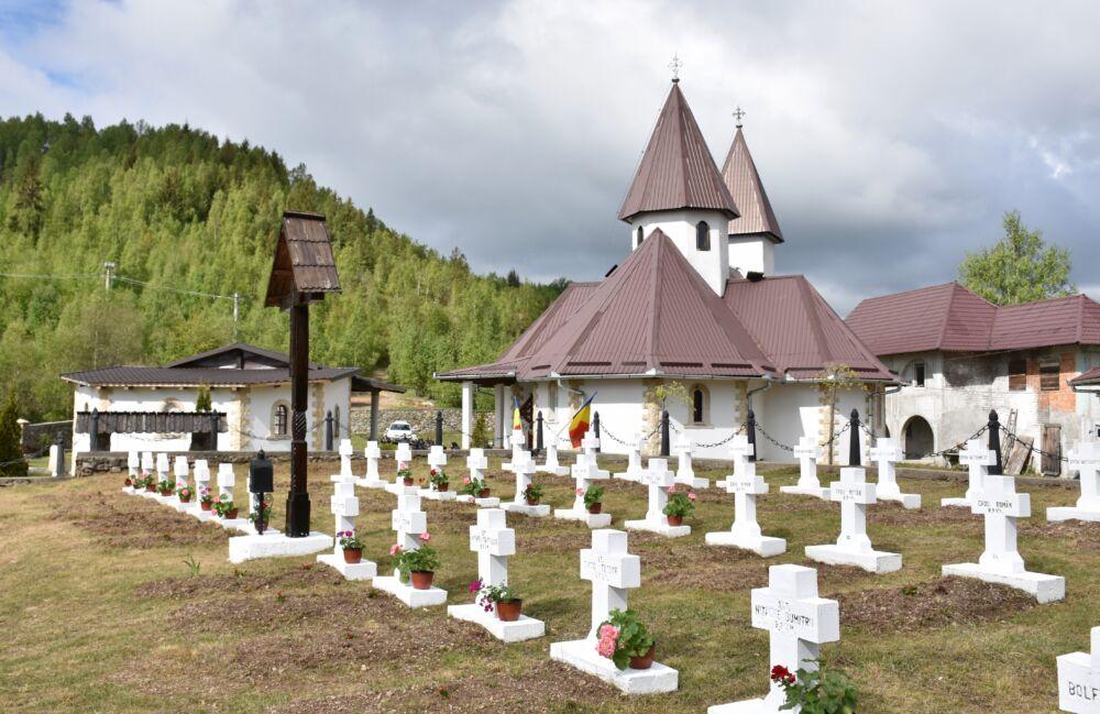 """Eroii neamului, pomeniți la Mănăstirea """"Înălțarea Domnului"""" de la Muntele Rece"""