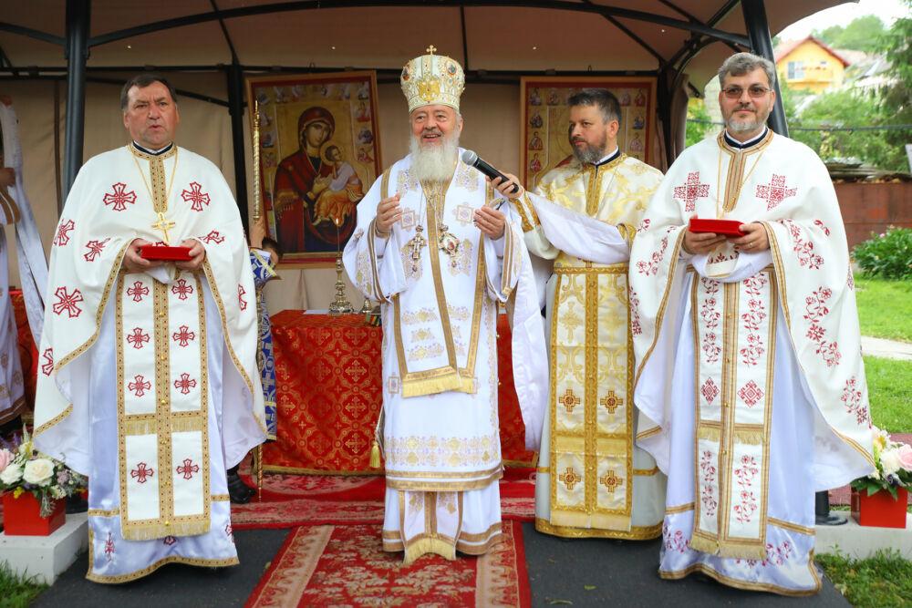 """Liturghie arhierească, în Parohia Turda Veche   IPS Andrei: """"Să-L iubim pe Dumnezeu, pe sfinți și pe semenii noștri"""""""