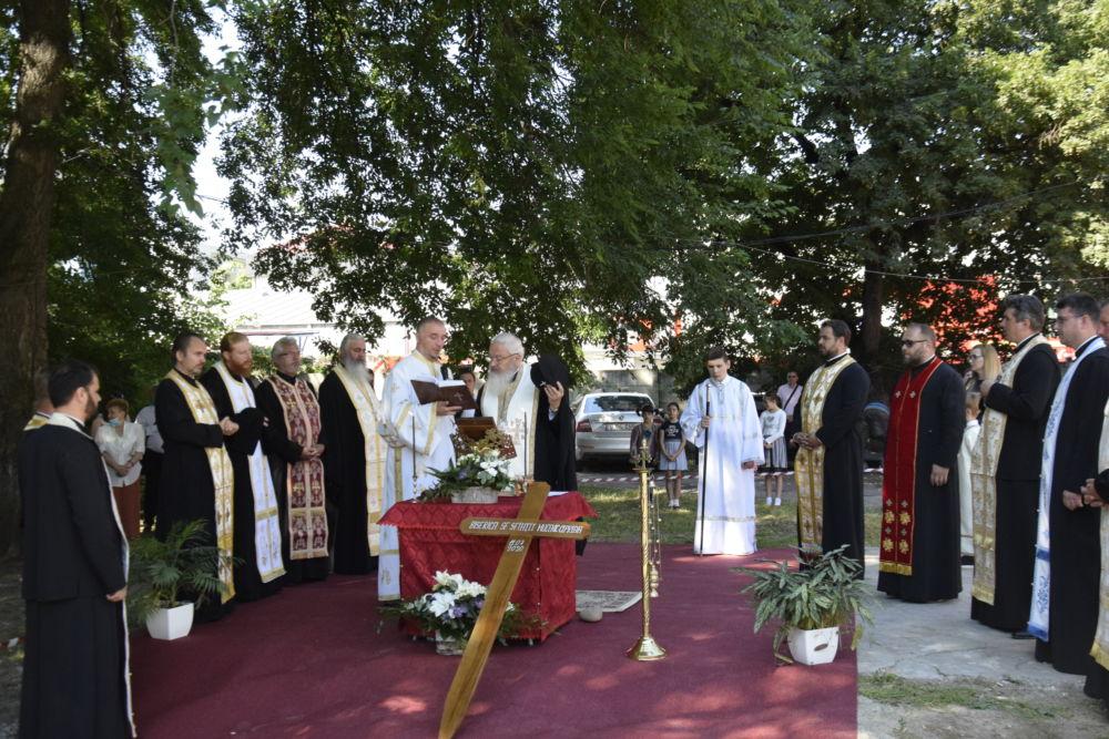 Pacienții si medicii Secţiei de Hematologie a Institutului Oncologic din Cluj-Napoca vor avea un loc de rugăciune   Mitropolitul Andrei a pus piatra de temelie pentru noua biserică