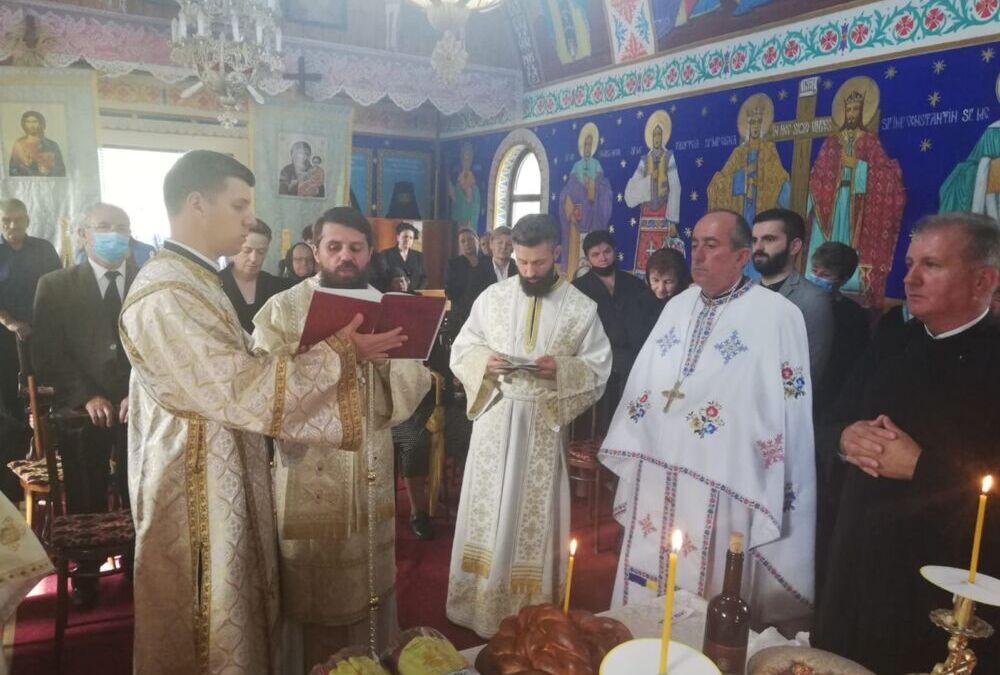 Episcopul Benedict Bistrițeanul, în mijlocul credincioșilor din Parohia Șutu