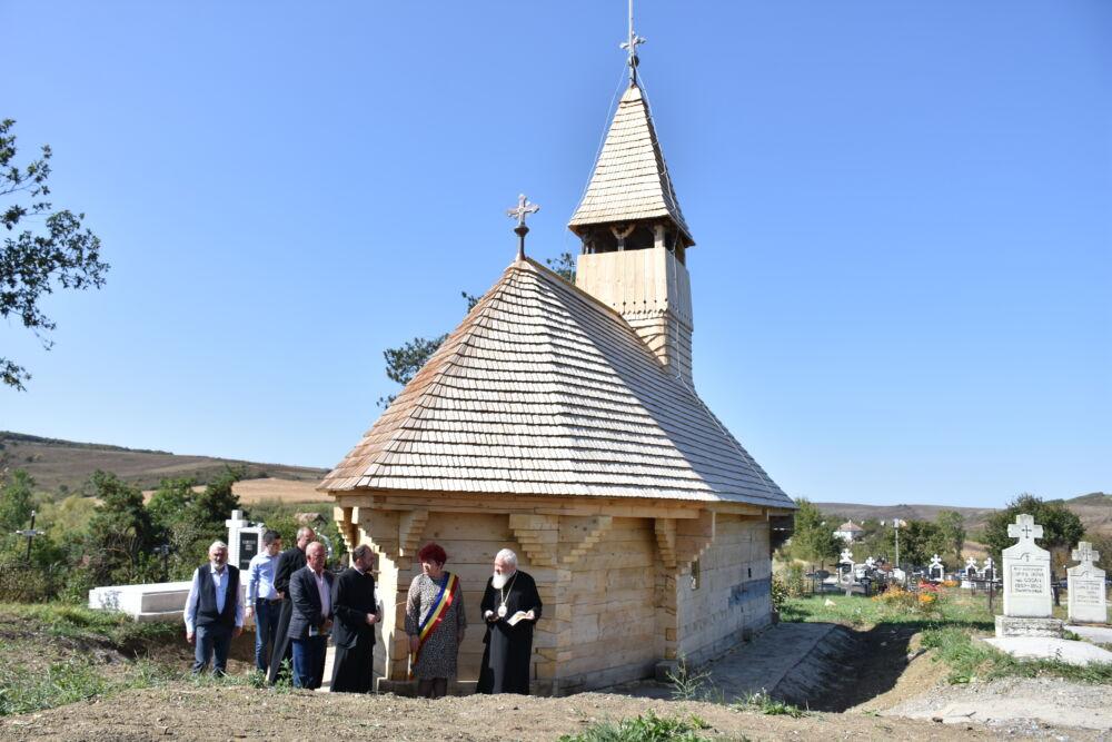 Biserica de lemn din Săliștea Veche, restaurată din temelii | IPS Andrei a participat la recepția parțială a lucrărilor
