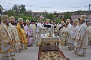 """Sfințirea bisericii cu hramurile """"Sfântul Apostol Toma"""" și """"Sfântul Ierarh Nicolae"""" din Zalău"""