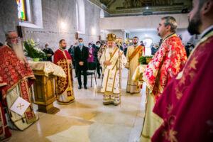 """Hramul Parohiei """"Sfântul Dumitru"""" din localitatea clujeană Florești, prăznuit în prezența IPS Andrei"""
