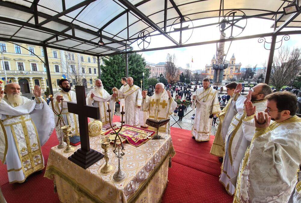 Numeroși clujeni au sărbătorit prin rugăciune prima zi a Anului Nou 2021, la Catedrala Mitropolitană din Cluj-Napoca