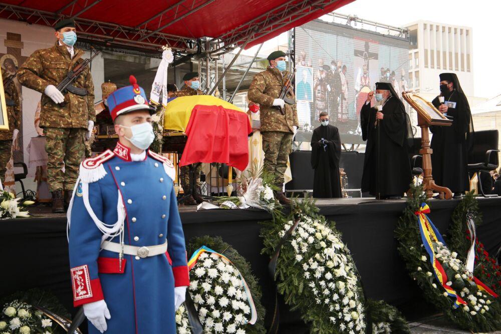 Ierarhii Arhiepiscopiei Clujului au participat la funeraliile Episcopului Florentin Crihălmeanu