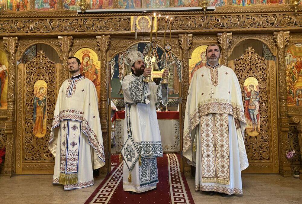 """Liturghie arhierească în Parohia """"Pogorârea Sfântului Duh"""" din cartierul clujean Grigorescu"""