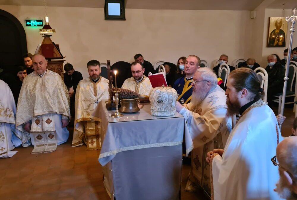 """Mitropolitul Clujului a sfințit paraclisul de la demisolul noii biserici """"Sf. Grigorie Palama"""" din Gilău"""