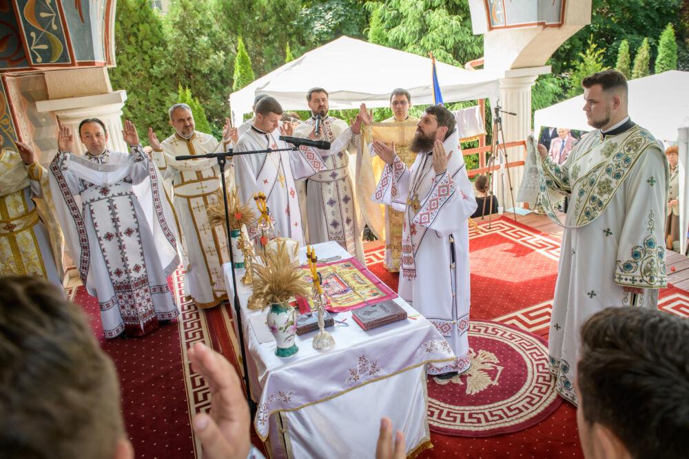 """Hramul Parohiei clujene """"Înălțarea Sfintei Cruci"""" și """"Sfântul Apostol Bartolomeu"""""""