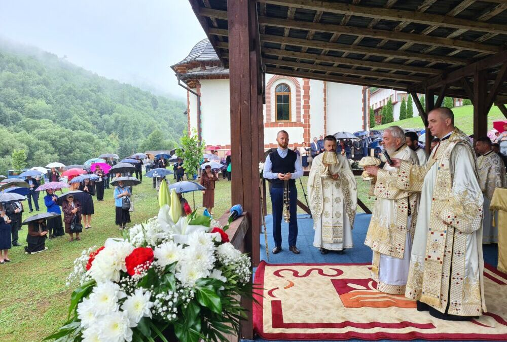 Hramul Mănăstirii Băișoara, prăznuit în prezența Mitropolitului Clujului
