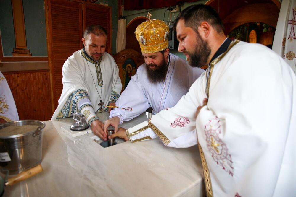Biserica Parohiei Urguraș, ridicată în urmă cu 180 de ani, a fost resfințită de PS Benedict Bistrițeanul