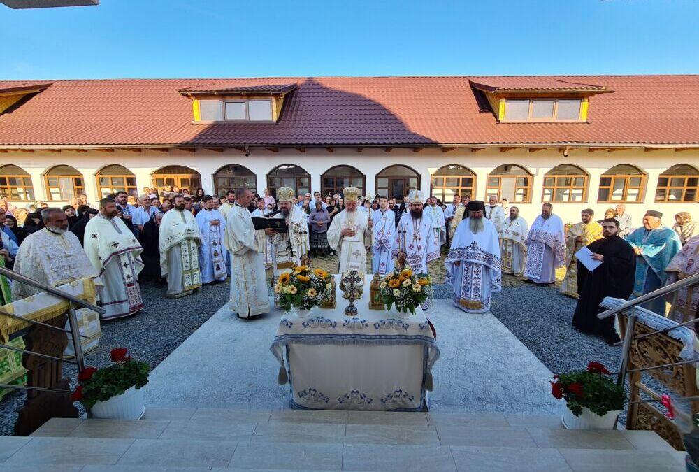 """Sfințirea bisericii Mănăstirii """"Crucea Iancului"""" de la Mărișel"""