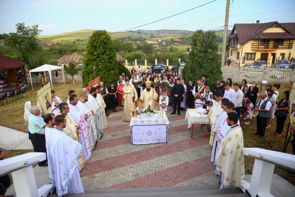 Episcopul-vicar Benedict a resfințit biserica din Parohia Țagu