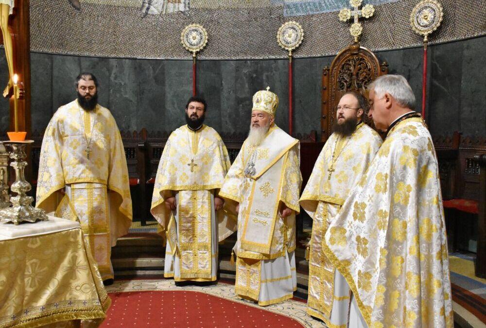 """ÎPS Andrei: """"Copiii ar trebui crescuți în frica Domnului, încât moravurile păcătoase să nu-i cuprindă""""   Duminica a 10-a după Rusalii, la Catedrala Mitropolitană"""